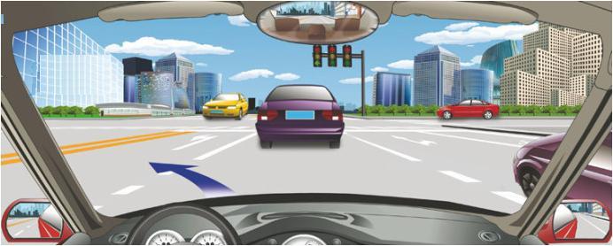 驾驶机动车在这个路口左转弯要提前按导向箭头指示向左变更车道.